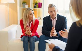 What Is the Difference Between Divorce Mediation and a Court Trial?